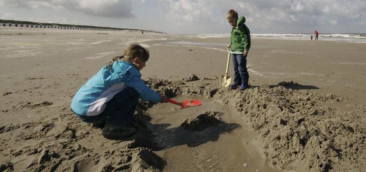 texel-vakantie-verhuur-zandkasteel-bouwen